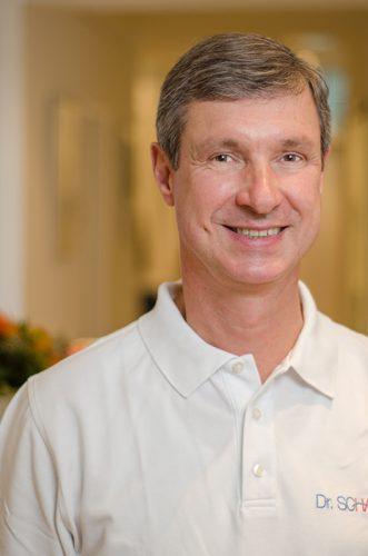 Haarmediziner Dr. Schaart