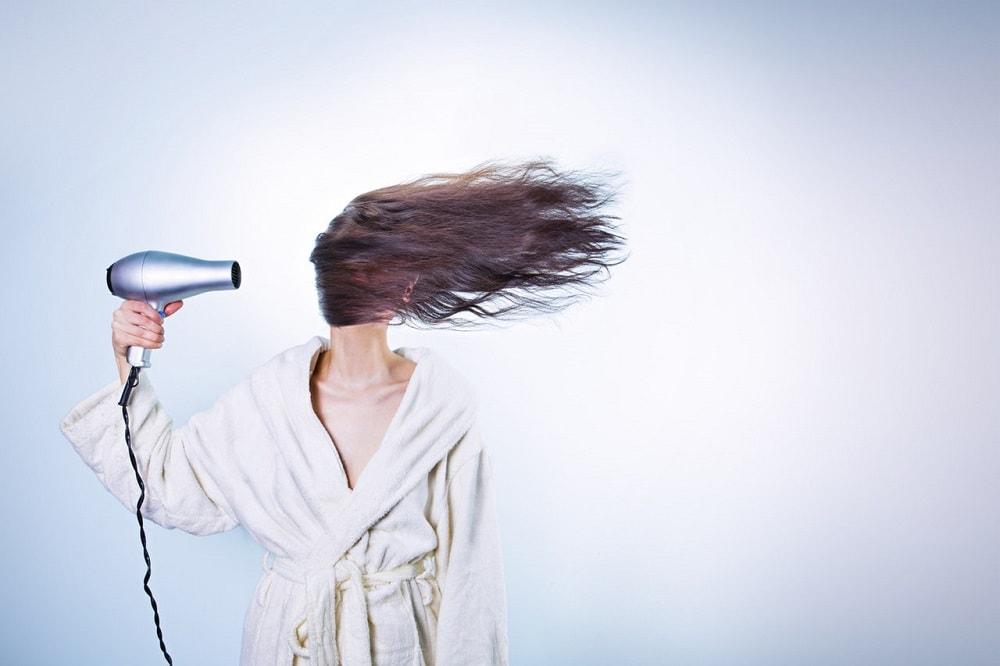 Fuhrt Föhnen zum Haarausfall