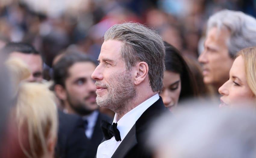 neue Haare von John Travolta von der Seite