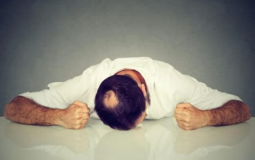 Kreisrunder Haarausfall beim Mann