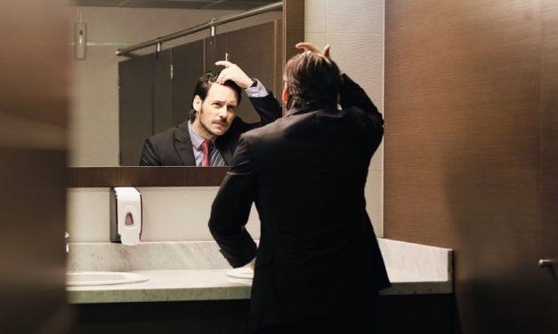 Haarausfall im Sommer: Ursachen und Maßnahmen bei saisonalem Haarverlust