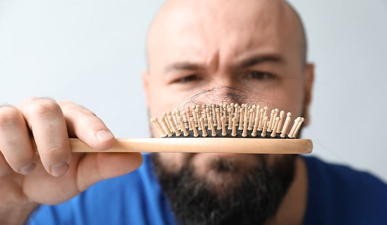 Haartransplantation Erfolg Haare im Kamm