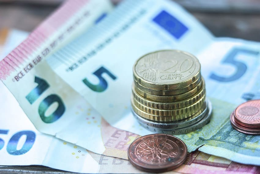 Euroscheine und Kleingeld als Close-up