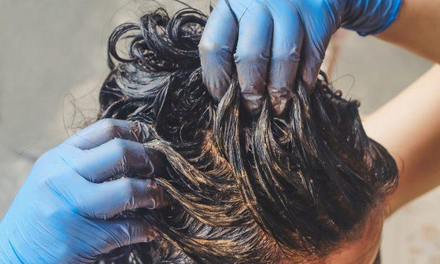 Verursacht Henna Haarausfall durch das Färben der Haare?