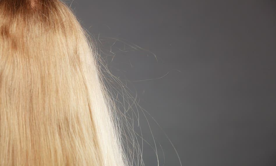 Frau mit elektrischen Haaren