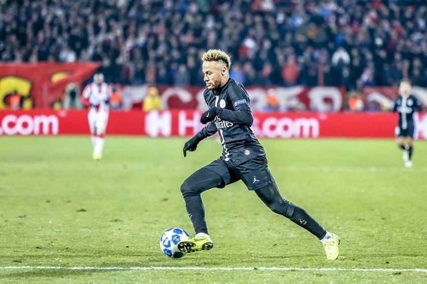 Neymar Jr. während einem Champions League Spiel