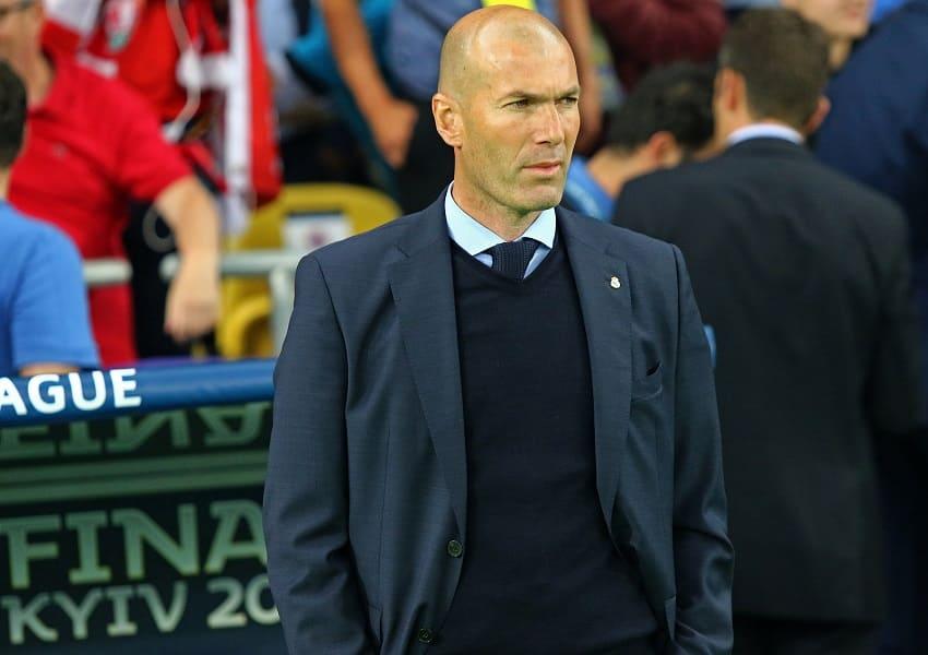 Zinedine Zidane coacht Real von der Seitenlinie aus